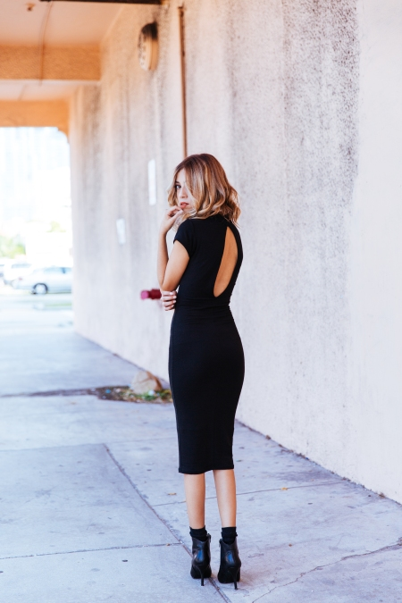 Outfit-Cut-It-Out-Blac-Backless-Dress-3